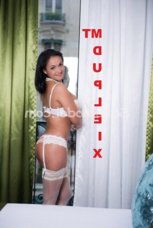 Nelyah escort massage tantrique