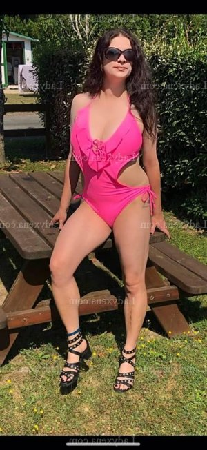 Anthonia escort girl à Ploërmel